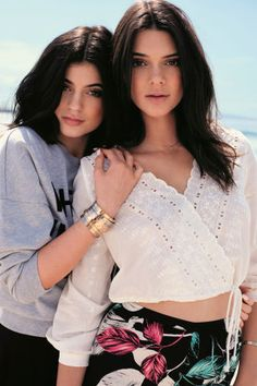 Epic Kendall & Kylie Jenner Throwback Video Wins the Internet! You Need to See This Wild Kendall and Kylie Jenner Throwback Video?You Need to See This Wild Kendall and Kylie Jenner Throwback Video? Kendall And Kylie Topshop, Kendall E Kylie Jenner, Estilo Kylie Jenner, Kim Kardashian, Kardashian Kollection, Kylie Jenner Modeling, Kendall And Kylie Collection, Jenner Sisters, Jenner Style