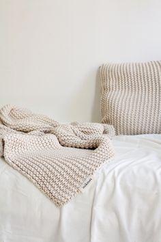 Ich sollte mal wieder stricken: Kissen und Kuscheldecke