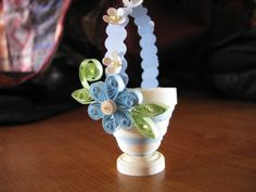 Quill and Punch Works: Mon premier plumage - Fleurs Quilling Idee 3d Quilling, Quilling Flowers Tutorial, Quilling Images, Paper Quilling Patterns, Origami And Quilling, Quilling Paper Craft, Quilling Designs, Paper Crafts, Quilling Ideas