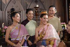 #บุพเพสันนิวาส Love Destiny, Thai Thai, Thai Traditional Dress, Thai Dress, Asian Beauty, Period, Drama, Sari, Beautiful