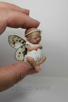 This mini fairy baby was a command And hes now finished although I do not know what it is a boy or a girl because the c Tiny Dolls, Ooak Dolls, Reborn Dolls, Art Dolls, Elves And Fairies, Clay Fairies, Flower Fairies, Baby Fairy, Love Fairy