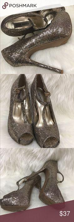 Steve Madden Gold Stilettos 👠 Steve Madden gold glitters size 9, ankle buckle Stilettos heels. Steve Madden Shoes Heels