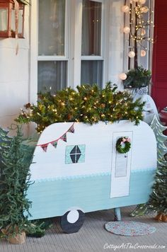 Vintage Camper Christmas Porch Cottage at the Crossroads vintage camper Christmas front porch Best Outdoor Christmas Decorations, Christmas Porch, Retro Christmas, All Things Christmas, Christmas Holidays, Christmas Crafts, Holiday Decor, Christmas Ideas, Xmas