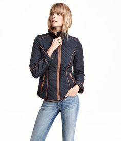 Fitted jacket in quilted, woven fabric with a sheen. Stand-up collar, front zip, and side pockets with zip. Lined.