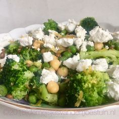 groene salade met kikkererwten en verse geitenkaas Salad Recipes, Healthy Recipes, Healthy Food, Go Veggie, Food Crush, Lunch To Go, Fruits And Veggies, Food Inspiration, Clean Eating