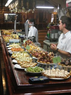Pintxos in San Sebastián, Spain. - I decided this food that is served in the bars in San Sebastian looks great (I can drink soda, can't I?) and Basque Country is Spain's culinary capitol. Spanish Cuisine, Spanish Tapas, Spanish Food, Antipasto, Basque Food, Fingers Food, Tapas Party, Snacks, Just In Case
