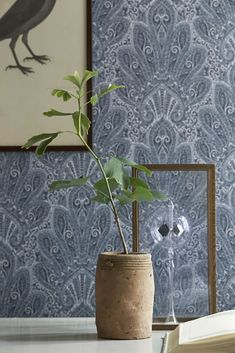 BorasTapeter Wallpapers is Sweden's oldest and by far best-known and best-selling brand of wall coverings. We invite you to see it at Zenth Beautiful Wallpapers, Home Wallpaper, Wallpaper, Cosy Interior, Wall Wallpaper, White Christmas Decor, Mural, Interior Wallpaper, Hallway Inspiration