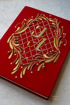 Goldwork Tambour Beading, Tambour Embroidery, Embroidery Bags, Gold Embroidery, Embroidery Stitches, Embroidery Patterns, Couture Purses, Vintage Photo Album, Workshop Design