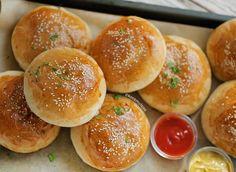 Cheeseburgers uit de oven | Kookmutsjes Pan Relleno, Cooking Bread, Sandwiches, Happy Foods, Iftar, Light Recipes, Cheeseburgers, Kids Meals, New Recipes