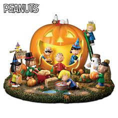 Shop The Bradford Exchange for PEANUTS Christmas Skating Pond Figurine. No one captures the true spirit and joy of the Christmas season better than the PEANUTS® Gang. Now, join Charlie Brown, Snoopy, Lucy™, Linus and the rest in celebrating the season. Fröhliches Halloween, Peanuts Halloween, Halloween Village, Halloween Pumpkins, Halloween Decorations, Halloween Goodies, Halloween Ornaments, Halloween Table, Halloween Birthday