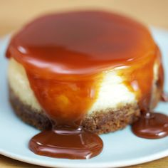 Cheesecake au caramel beurre salé When New York meets Brittany, it gives an amazing and tasty recipe: a salted butter Cheesecake Caramel, Creamy Cheesecake Recipe, Cheesecake Recipes, Classic Cheesecake, Tiramisu Caramel, Cheesecake Deserts, Mousse Caramel, Turtle Cheesecake, Homemade Cheesecake