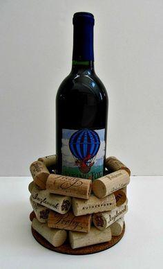 bouchons en liège en seau à glace, idée de cadeau pour accompagner la bouteille de vin
