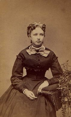 Civil War Era Beauty    Photo by: Andrew & Carson Photographers, Hillsdale, MI, USA  Date: c. 1861-1865  Type: Carte de Vista (CDV)