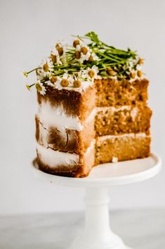 Here is a recipe for a layer cake made with chamomile tea. This chamomile tea cake is a sophisticated and elegant cake recipe that a beginner can do! Best Cake Recipes, Sweet Recipes, Favorite Recipes, Healthy Recipes, Light Cakes, Cakes Today, Chamomile Tea, Seasonal Food, Elegant Cakes