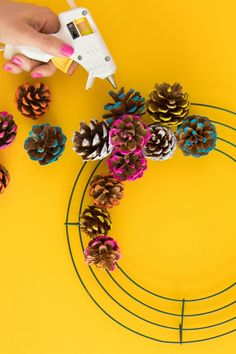fall wreaths Learn how to make a colorful pine cone fall wreath that is perfect for both Thanksgiving and Christmas. Pine Cone Art, Pine Cone Crafts, Pine Cones, Diy Fall Wreath, Fall Wreaths, Deco Wreaths, Wreath Ideas, Fall Crafts, Christmas Crafts