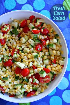 Fresh Corn Salad 8. 6 medium to large corn on the cob (shucked and rinsed)  3 small to medium zucchini, rinsed  1 pint pear or cherry tomatoes, halved  1/4 cup slivered fresh basil leaves  4 tablespoons white wine vinegar  2 tablespoons extra-virgin olive oil  1 tablespoon honey  1 tablespoon freshly squeezed lime juice  salt and freshly ground black pepper, to taste
