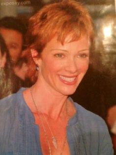 Camilla Nelson- Hayden's mother.
