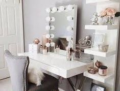 Makeup table layout dressing rooms Ideas for 2019 Dressing Table Room, Small Dressing Table, Dressing Rooms, Dressing Table Layout, Diy Vanity, Vanity Ideas, Mirror Ideas, Vanity Mirrors, Vanity Room