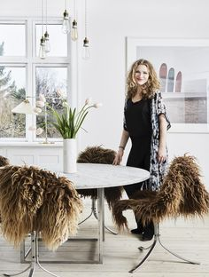 This dining area is bright, warm, stylish and feminine! The soft lamb skins gives a feeling of cosiness.