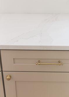 Home Design, DIY and Travel Inspiration Kitchen Upgrades, Kitchen Reno, Kitchen Design, Kitchen Remodel, Kitchen Ideas, Frosty Carrina Caesarstone, Kitchen Cabinet Colors, Kitchen Cabinets, Calcutta Gold