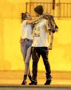 Miley Cyrus Style, Minimalist Chic, Studio City, Hemsworth, Movie Stars, Hipster, Curvy Women, Couple Photos, Sexy
