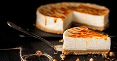 Here's a list of some amazing Cheesecake Factory copycat recipes for myself and for you! Now you can have your cake and eat it too. Cheesecake Factory Copycat, Brze Torte, Kolaci I Torte, How To Make Cheesecake, Easy Cheesecake Recipes, Simple Cheesecake, Homemade Graham Crackers, Caramel Cheesecake, Cake Delivery