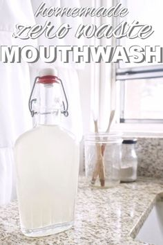 Homemade, Zero Waste Mouthwash I'm a minimalist when it comes to bathroom products. I like things that have multiple functions. I gave up mouthwash a long time ago to simplify my morning routine. Zero Waste, Fee Du Logis, Homemade Toothpaste, Homemade Mouthwash, How To Make Toothpaste, Natural Toothpaste, Savon Soap, Sustainable Living, Sustainable Ideas