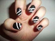 The Racing Stripe | 22 DIY Minimalist Monochrome Manicures