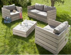 chic pallet project...this would look great in my backyard!
