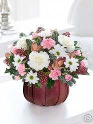 Send flowers with Flowers. Flower Delivery available in Dublin and nationwide. Christmas Flower Delivery, Best Flower Delivery, Online Flower Delivery, Flower Delivery Service, Christmas Flowers, Winter Flowers, Valentines Flowers, Mothers Day Flowers, Anniversary Flowers