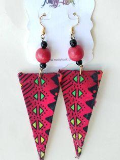 Boucles d'oreilles Triangle de tissu imprimé africain fuchsia / vert / noir Environ 3,5 pouces dangle S'il vous plaît permettre 2-3 jours ouvrables avant l'expédition