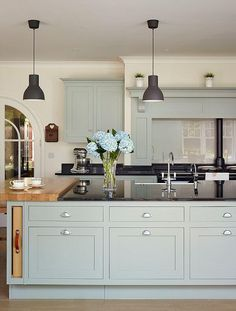 light blue cabinets with black countertops Blue Kitchen Cabinets, Kitchen Cabinet Colors, Kitchen Paint, Kitchen Ideas Black Worktop, Black Counter Top Kitchen, Kitchen With Black Countertops, Kitchen White, White Cabinets, Dark Granite Kitchen
