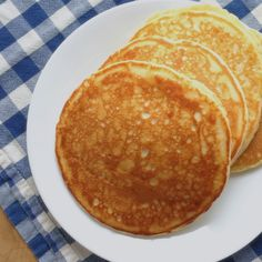 Light & Fluffy Pancake Recipe by www.smokeandvanilla.com - An easy recipe for fabulous pancakes made from scratch that doesn't require buttermilk. http://bit.ly/2nwhrsW