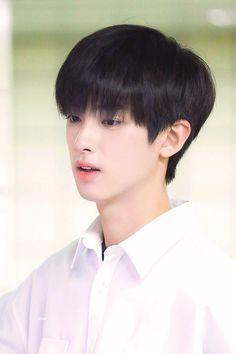 "likin' on Twitter: ""190624 #김민규 #PRODUCEX101 #프로듀스X101… "" Cute Asian Guys, Asian Boys, Handsome Faces, Handsome Boys, Anime Korea, Kim Min Gyu, Jellyfish Entertainment, Actor Model, Mingyu"
