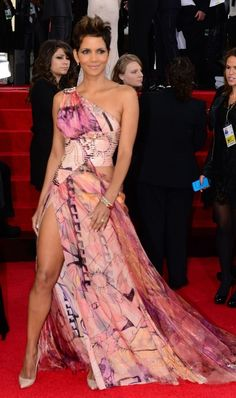 Celebrity Birthday  August 14  Halle Berry, A - list Hollywood actress. the leg