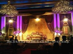 Wedding dais/pelamin: Jovian Mandagie