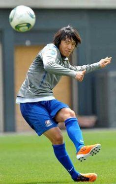 伝説の左足の持ち主。日本サッカー選手中村俊輔 Samurai, Athlete, Tokyo, Soccer, Football, Club, Running, Japanese, Style