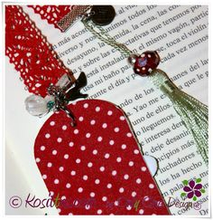 Marca páginas pintados a mano, parte trasera decorada con tela, interior crochet y decorados con abalorios. Marca la diferencia!!