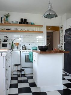 How 10 Real Homes Handle Black & White Checkerboard Floors