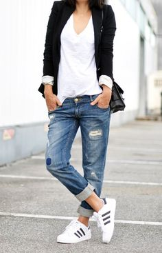 Boyfriend jeans are super comfortable and stylish, but it can be sometimes hard to put an outfit together . We've collected 21 of these simple/casual outfits that go perfect with any type of boyfriend jeans. Tomboy Fashion, Look Fashion, Street Fashion, Skinny Fashion, Tomboy Style, Fashion Men, Latest Fashion, Tomboy Chic, Jeans Fashion