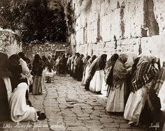 Women pray at the Western wall in Jerusalem in 1899.