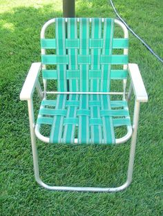 VINTAGE ALUMINUM WEBBED LAWN CHAIR GREEN WEBBING ALUMINUM ARMS PATIO DECK  NICE