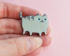 Gray Tabby Cat badge Kitten accessory Polymer clay brooch Handmade gray cat fan gift Kawaii cat Jewelry Lapel pin Cute pin Gift for child