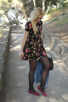 Teens in pantyhose Fashion Tights, Tights Outfit, Fashion Dresses, Cool Tights, Black Tights, Dress With Stockings, Girl Fashion, Fashion Looks, Pantyhose Outfits
