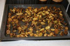 Zutaten für  Potato Melanzani Wedges: 30 dag Erdäpfel, 30 dag Melanzani, 3 EL Öl. Zubereitung Potato Melanzani Wedges: 30 dag Erdäpfel der Länge… Black Eyed Peas, Food, Apple, Meal, Essen, Hoods, Meals, Eten