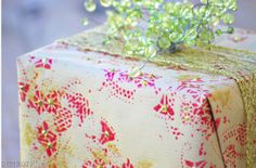 This Darling Homemade Wrapping Paper is surprisingly simple, but absolutely stunning!