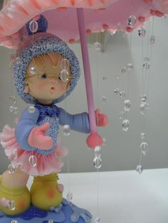 polymer clay -- love the raindrops! Polymer Clay Figures, Cute Polymer Clay, Cute Clay, Polymer Clay Dolls, Polymer Clay Flowers, Polymer Clay Projects, Polymer Clay Creations, Clay Baby, Clay Figurine