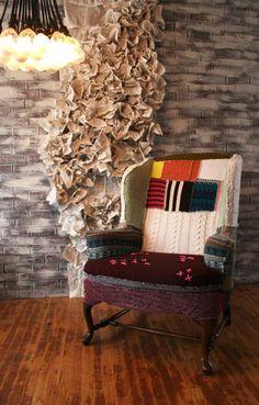 fauteuil patchwork, joli fauteuil avec dossier habillé en tricot