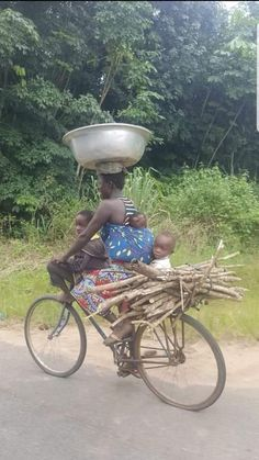 """""""If wealth was the inevitable result of hard work and enterprise, every woman in Africa would be a millionaire. Kids Around The World, We Are The World, People Around The World, African Life, African Women, Black Is Beautiful, Beautiful Pictures, Cool Pictures, Women In Africa"""