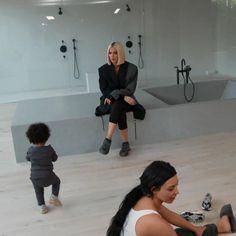 A imagem pode conter: uma ou mais pessoas Kim Kardashian Home, Kim Kardashian Blazer, Kim And Kanye House, Kim House, Minimalist Home Interior, Minimalist House Design, Dream Home Design, My Dream Home, Jenner House